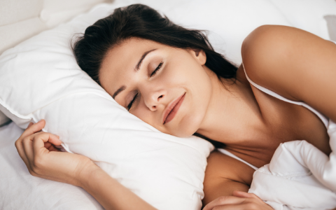 眠れない夜、不眠にはアロマが効果的!ぐっすり眠るための使い方♪